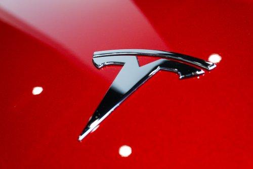 """""""Wie ein betrunkener Fahrer"""": Verbraucherschützer und Kunden klagen über Teslas Autopilot"""