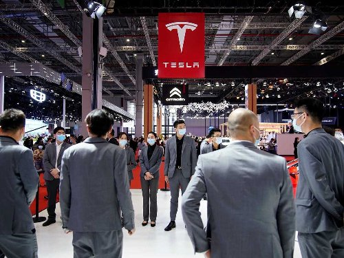 Watch a disgruntled Tesla owner jump on top of a car at the Shanghai auto show