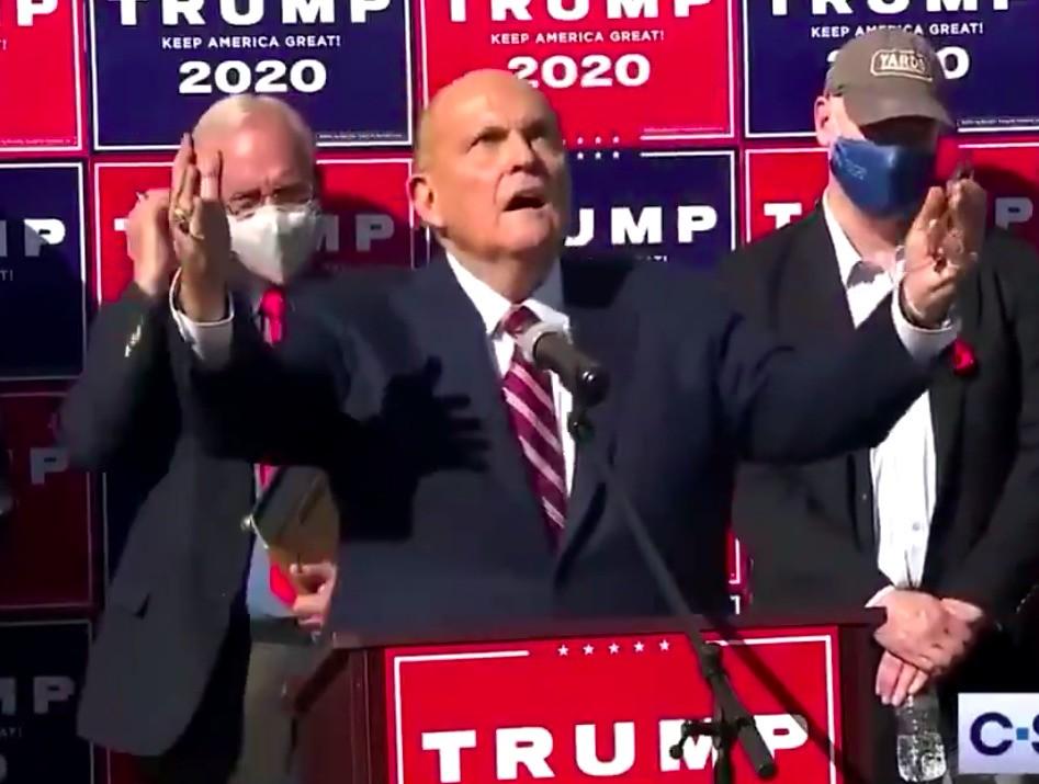 Rudy Giuliani zou $20.000 per dag vragen om Trump te vertegenwoordigen in rechtszaken - maar zelf ontkent hij dat