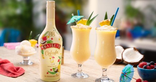 Baileys Is Selling A New Piña Colada Flavor That's A Total Vacay Vibe