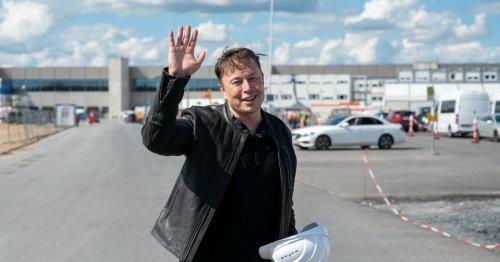 Tesla increases car prices again... again