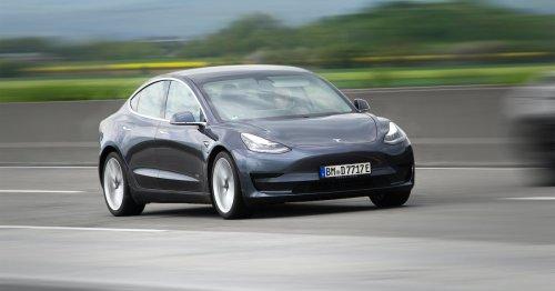 Video shows that Tesla's full self-driving tech still sucks