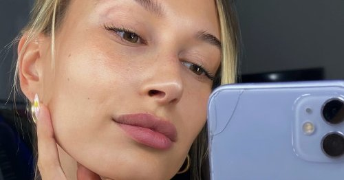 How To Master Daisy Nails, Straight From Hailey Bieber's Manicurist