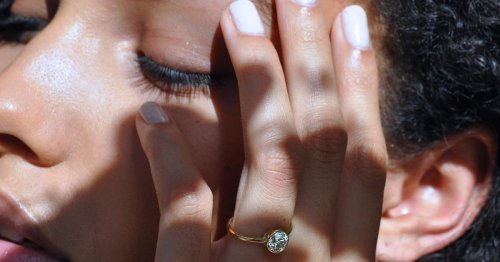 This Dainty Engagement Ring Trend Is Perfect For Minimalists