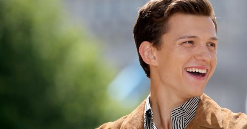 """Tom Holland Cried Filming 'Spider-Man: No Way Home' For A """"Heartbreaking"""" Reason"""