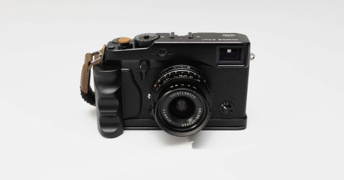 Does Fujifilm's ancient X-Pro1 have a mythical, 'film-like' sensor?