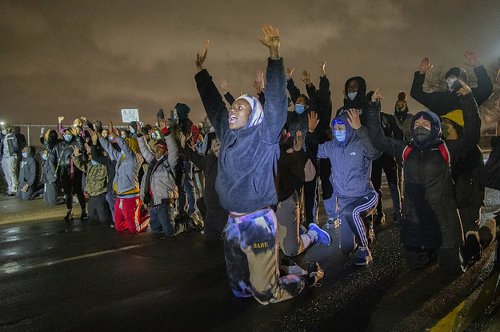 Protests In Minnesota Continued After The Cop Who Killed Daunte Wright Was Named