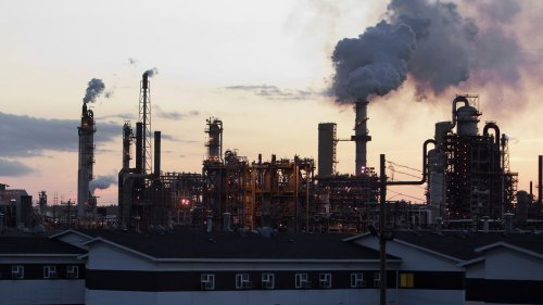 Quebec's Caisse to Exit Oil Producers by 2022 in Climate Plan