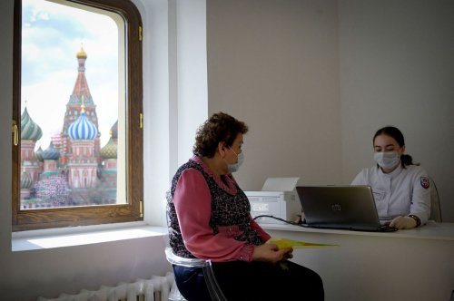 Russians Reject Vaccines as Kremlin Fears New Covid-19 Wave