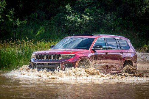 Stretch Jeep Rolls From Detroit's First New Factory in 30 Years