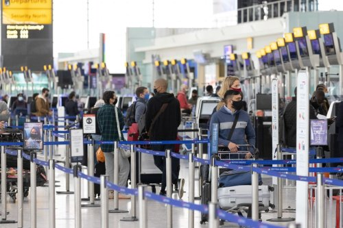 U.K. Poised to Ease Travel Curbs as Airlines Step Up Demands