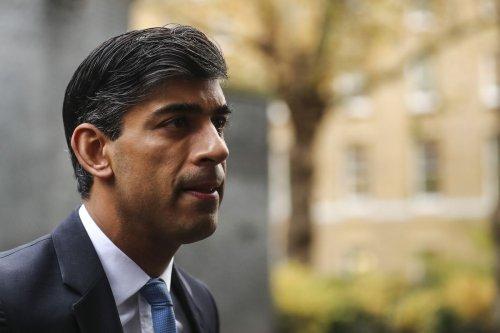 U.K.'s Sunak Resists Spending Pressure With BOE Set to Hike Rates