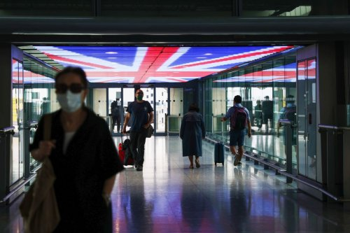 U.K. Eases Tests for Vaccinated Arrivals in Boost to Travel