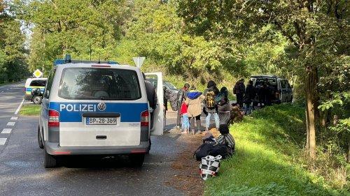 Polizei greift 21 Iraker auf Brandenburger Landstraße auf