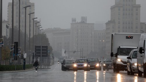 Herbst-Sturm rollt auf Berlin und Brandenburg zu