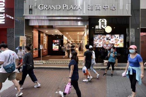 Hong Kong Eases Quarantine for Inoculated Travelers