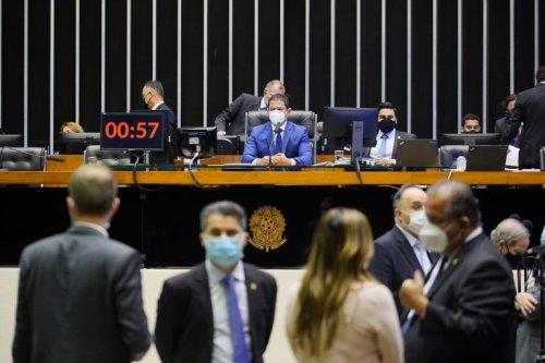 Deputados aprovam projeto que torna viável sanção do Orçamento - Notícias