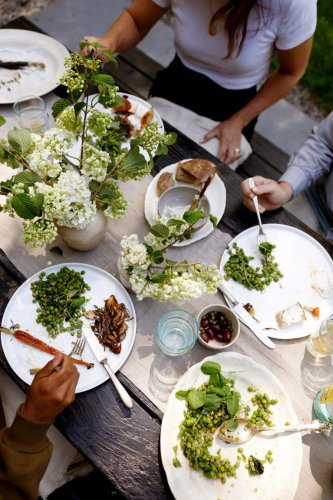 For Kennesha Buycks, the Perfect Summer Dinner Includes Lots of Laughter & a Whole Lot of Soul