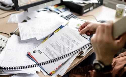 So vermeiden Sie Chaos auf dem Schreibtisch