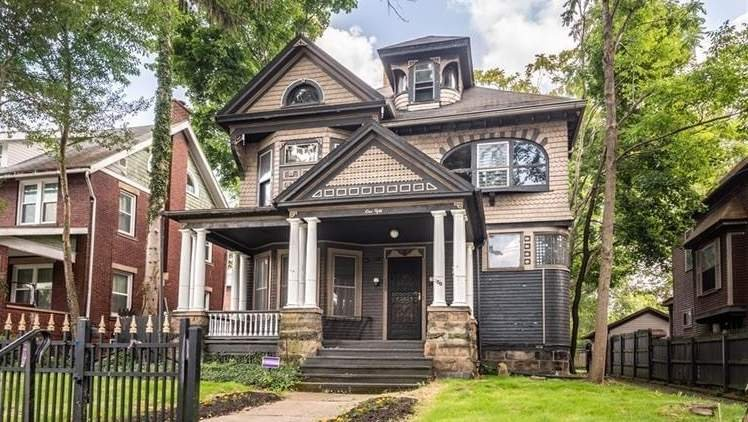 1895 Victorian For Sale In Sharon Pennsylvania — Captivating Houses
