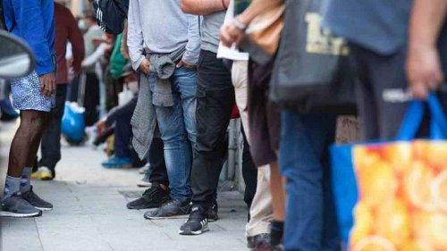 El Ayuntamiento dejará sin cenas a 200 personas necesitadas al prohibir a una asociación de Lavapiés repartir comida cocinada