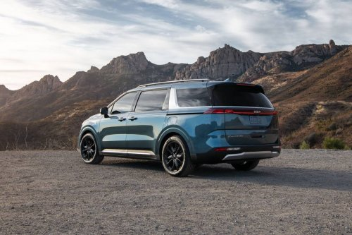 How Do Car Seats Fit in a 2022 Kia Carnival? | News from Cars.com