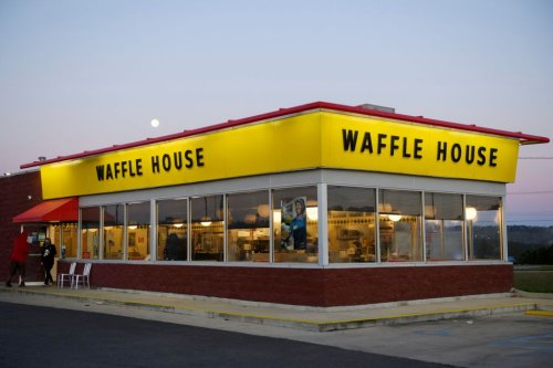 Why A Waffle House Waitress' Work Ethic Got A $1K Tip From Unnamed Country-Music Star