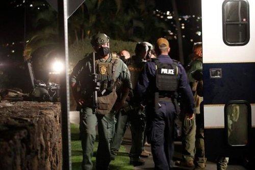 Armed man remains barricaded inside Honolulu hotel room - World News