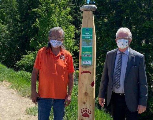 Secwépemc Landmarks project partners install first trailhead post (Salmon Arm)