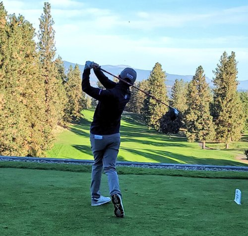 Montreal native holds lead midway through round one of the GolfBC Championship at Gallagher's Canyon (Sports)