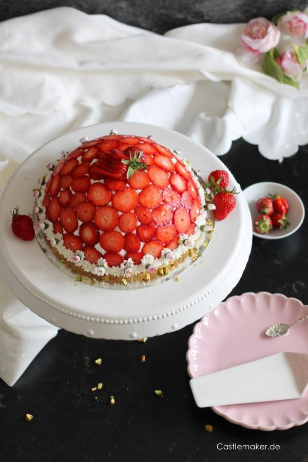 Die schönsten Erdbeertorten & Desserts - cover