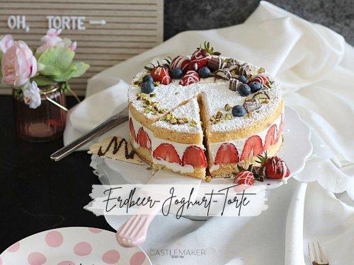 Himmlisch leichte Erdbeer-Joghurt-Torte - Joghurt-Sahne mit Biskuit « Castlemaker Food & Lifestyle Magazin