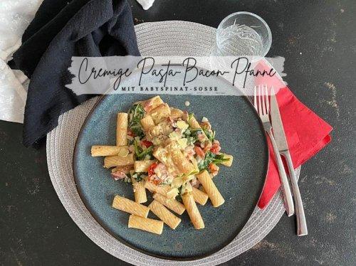 Cremige Pasta-Bacon-Pfanne mit Creme-fraiche-Soße & Blattspinat « Castlemaker Food & Lifestyle Magazin