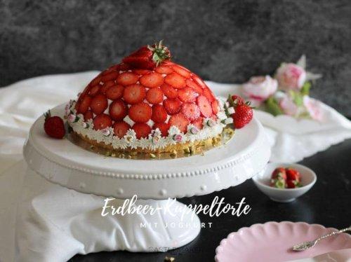 Leckere Erdbeer-Kuppeltorte - Erdbeer-Charlotte mit Joghurt-Mascarpone-Creme « Castlemaker Food & Lifestyle Magazin