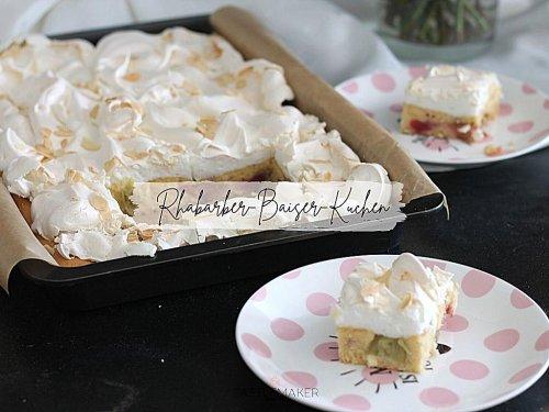 Fluffiger Rhabarber-Baiser-Kuchen vom Blech - Blechkuchenrezept « Castlemaker Food & Lifestyle Magazin