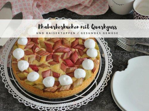 REZEPT Rhabarberkuchen mit Quarkguss und Baisertupfen