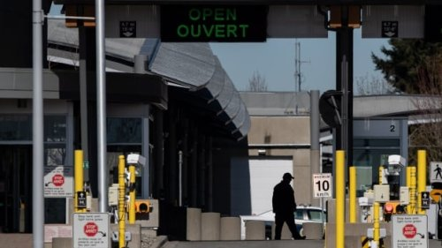 Border reopening plan facing roadblock as thousands of border officials consider strike action   CBC News