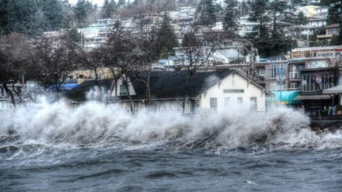 B.C. coast braces for possible flooding from moon's 'wobble'   CBC News