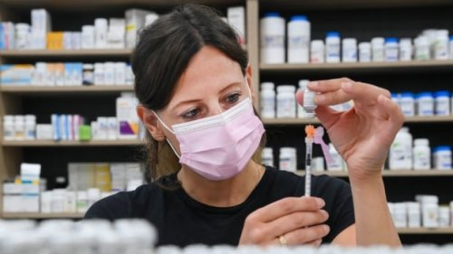 Ontario Moderna vaccines scaled up after Pfizer shipment delayed | CBC News