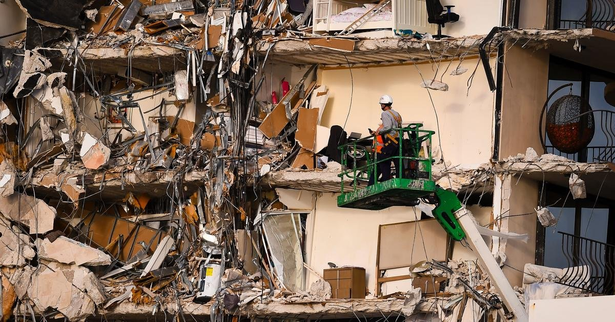 At least 4 dead, 159 unaccounted for after Florida condo building collapse