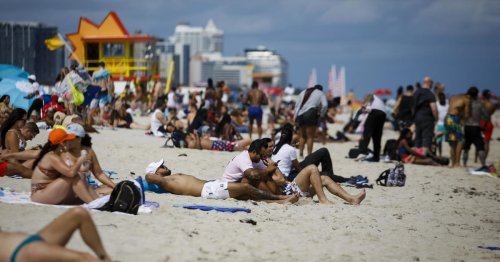 Hundreds arrested in Miami Beach as spring breakers ignore COVID-19 protocols, mayor says