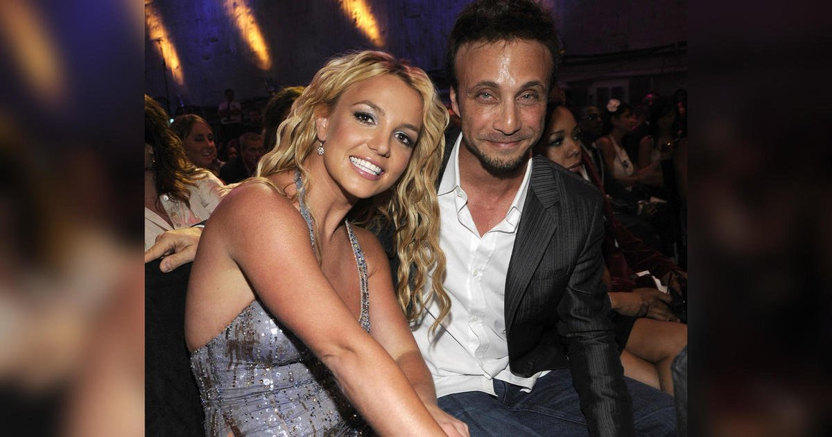 Britney Spears' longtime manager Larry Rudolph resigns