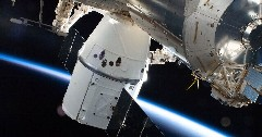 Discover spacex dragon iss