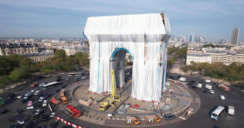 Paris' Arc de Triomphe wrapped in fabric 60 years later