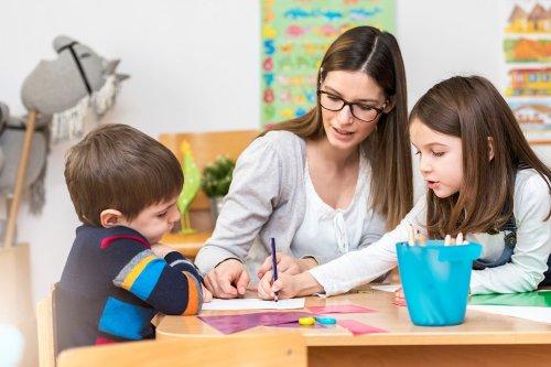 Eltern werden erneut von Beiträgen für Kindertagesbetreuung und Offene Ganztagsschule entlastet