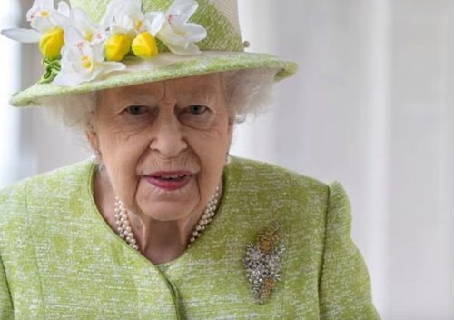 Royal Family News: Queen Looks Fragile, Ready To Abdicate After A Gut-Wrenching Year?