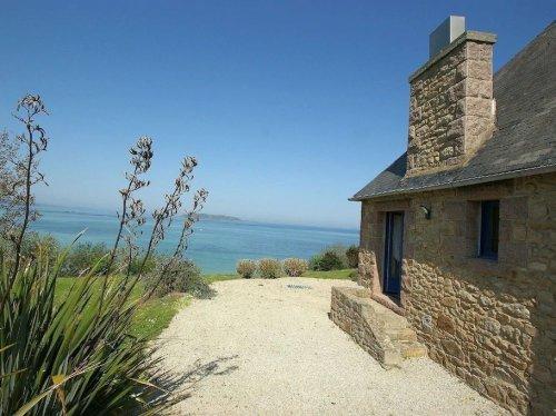 Bretagne-Côte de Granit Rose: Une villa face à la mer à acheter