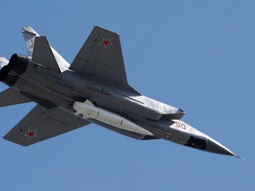 Un chasseur russe escorte un avion américain dans l'Arctique, rapporte l'agence RIA