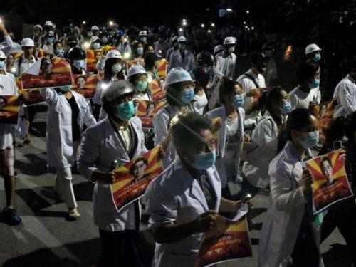 Birmanie : les manifestants défient la junte jour et nuit, près de 250 civils tués