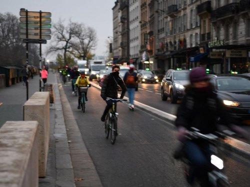 """La mairie de Paris veut rendre la capitale """"100% cyclable"""" d'ici à 2026"""